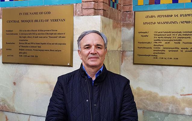Azərbaycan deputatları İrəvandakı məsciddə