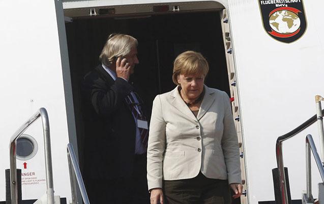 Merkelin təyyarəsi təcili eniş etdi - G20 sammitinə gecikəcək