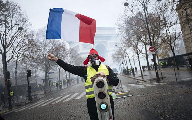 """Fransada 240 """"Sarı jiletli"""" saxlanılıb"""