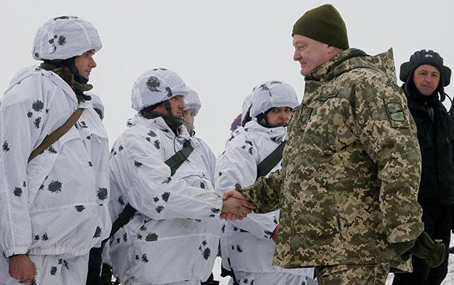 Poroşenko hərbi təlimlərə qatıldı