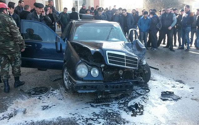 """Masallıda """"Mercedes"""" qaz xəttinə çırpıldı"""