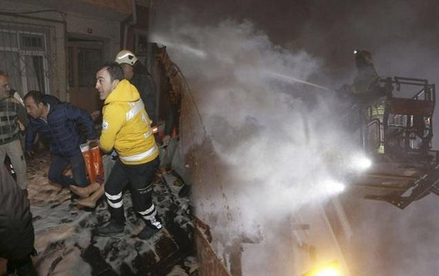 İstanbulda yaşayış binasında güclü yanğın