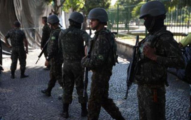 Soyğunçularla polis arasında atışma - 12 nəfər öldü