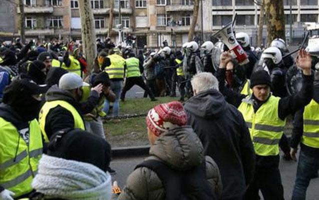 """Brüsseldə """"sarı jiletlilər""""in sayı artdı"""