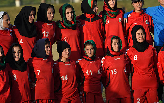 Federasiya prezidenti qadın futbolçulara qarşı zorakılıqda günahlandırılır