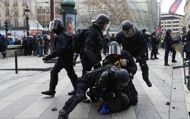Fransada saxlanılanları sayı 4 mini keçdi