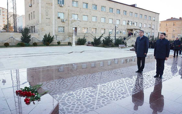 Heydər Əliyevin abidəsi ziyarət olundu
