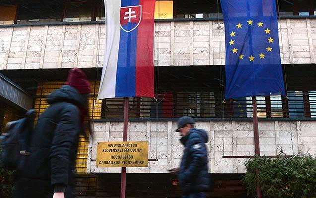 Rusiya slovakiyalı diplomatı ölkədən qovdu
