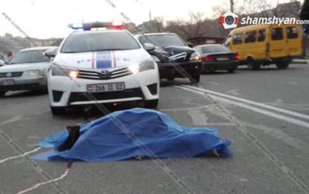 Ermənistanda Müdafiə Nazirliyinin maşını qadını vurub öldürdü