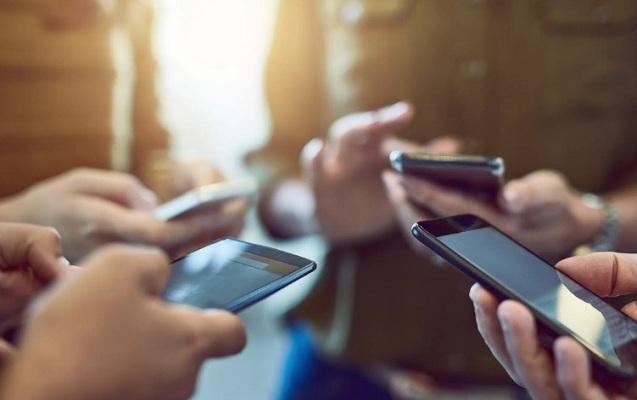 Dünyada smartfonların satışı azalıb