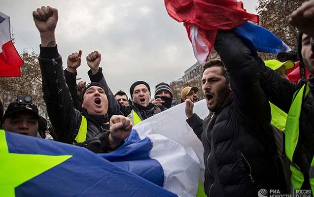 Fransada aksiya öncəsi saxlanılanlar var