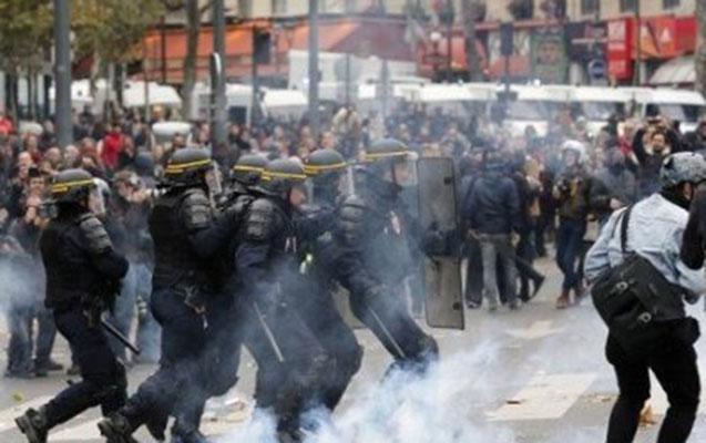 Parisdə polis gözyaşardıcı qaza əl atdı
