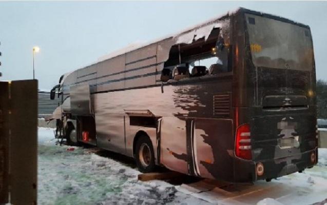 İsveçrədə turistləri daşıyan avtobus qəzaya uğradı