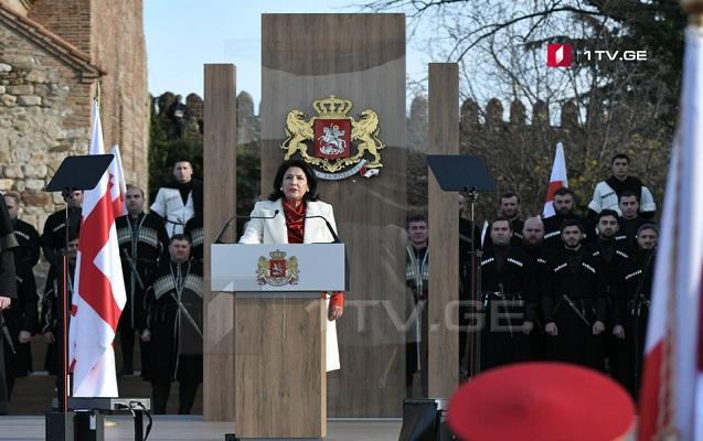 Gürcüstanın ilk qadın prezidenti and içdi