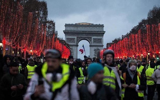 Fransada icazəsiz mitinq keçirənlərə qarşı qanun hazırlanır