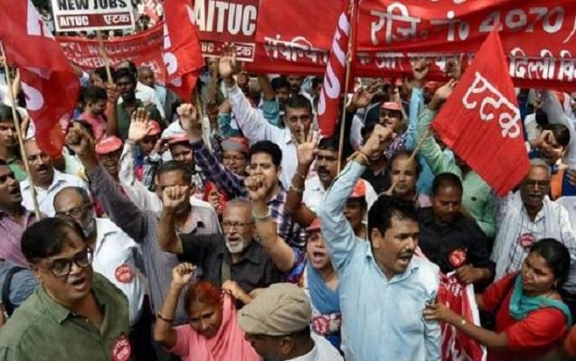 Hindistanda 200 milyon işçi kütləvi tətil keçirir