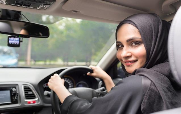 40 min qadın sürücülük vəsiqəsi aldı