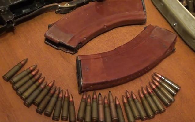 Qanunsuz odlu silah-sursat gizlədən şəxs saxlanılıb
