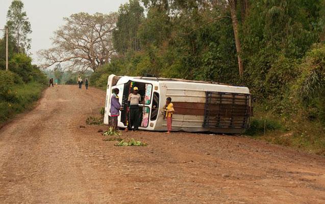 Tutumundan çox sərnişin daşıyan avtobus aşdı
