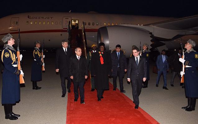 Zimbabve prezidenti Bakıya gəldi