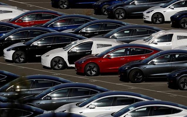 """""""Tesla"""" 14 min avtomobili geri çağırdı"""