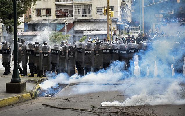 Venesuelada hərbçilər prezidentə qarşı qiyam qaldırdılar