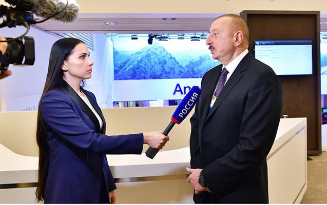 Prezident Rusiya və Çin kanalına müsahibə verdi