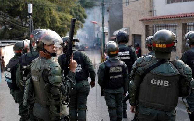 Polislər də müxaliflərə dəstək verməyə başladı