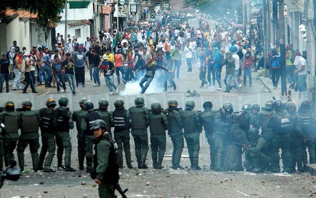 Venesuelada aksiyalarda ölənlərin sayı 16-ya çatdı - Video
