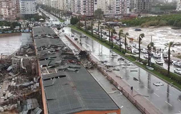 Antalyanı qasırğa vurdu, ölü və yaralılar var - Fotolar