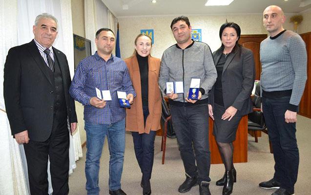 Ukraynada bir ailəni xilas edən azərbaycanlı qardaşlara mükafat verildi
