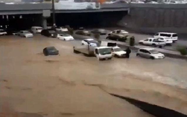Mədinə sel suları altında qaldı