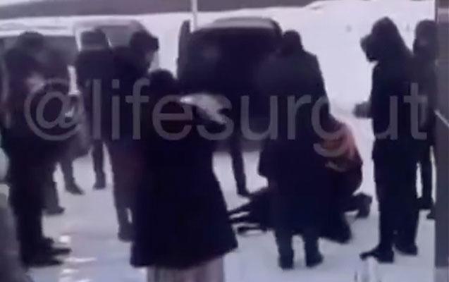 Polis doğum evinin qarşısında qoyun kəsən azərbaycanlıları axtarır