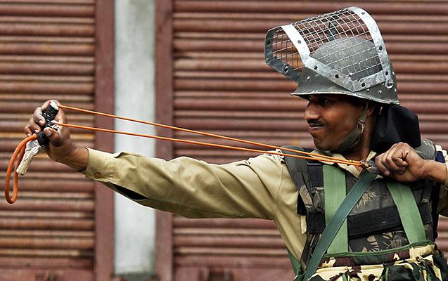 """Hindistan polisi """"roqatka"""" ilə silahlandı"""