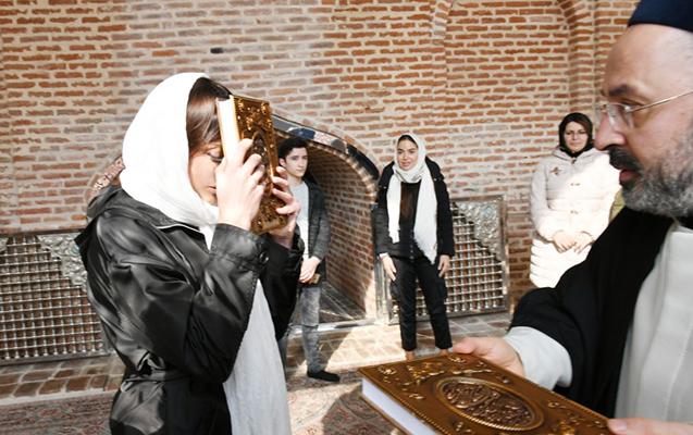 """Birinci vitse-prezident """"İmamzadə"""" kompleksində - """"Quran"""" hədiyyə edildi"""
