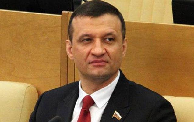 Rusiyalı deputat çeçenlərlə yaşanmış insidenti şərh etdi