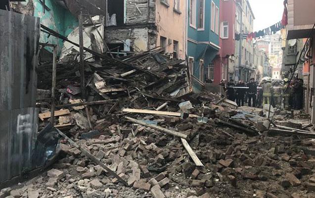 İstanbulda 4 mərtəbəli bina çökdü