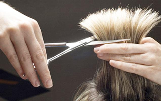 7 minlik süni saç oğurladı