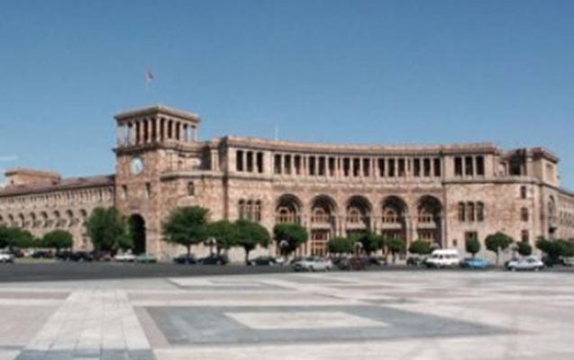 Ermənistan hökumətinin binasında intihara cəhd