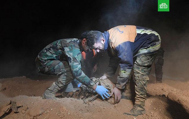 Suriyada 3 min cəsədin olduğu kütləvi məzarlıq tapıldı