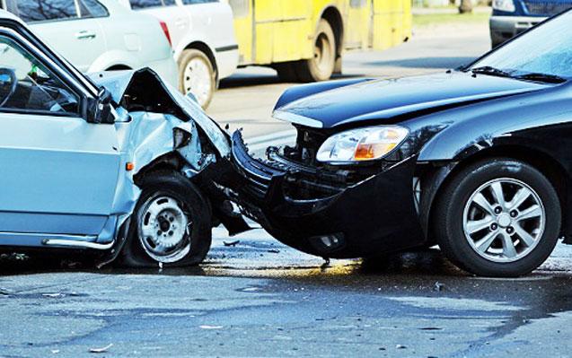 Avtomobillər toqquşdu, sərnişin yaralandı