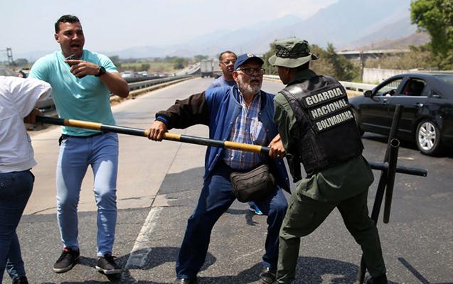 Venesuela ordusu yerli xalqa atəş açdı
