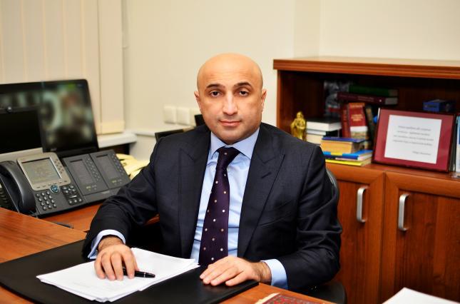 Azərbaycanlı məmurların Krımda prokuror olan qardaşı