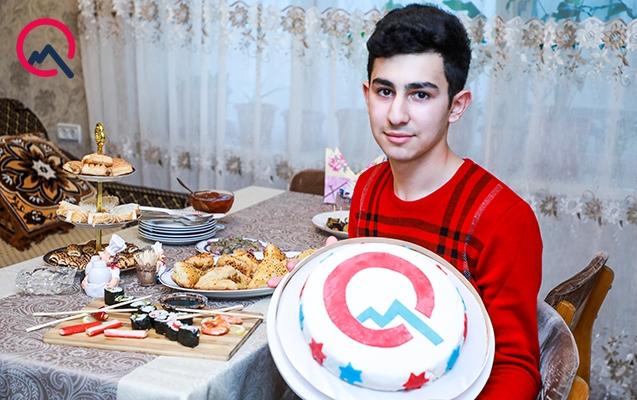 """""""Dərslərimi də oxuyuram, tort da bişirirəm"""""""