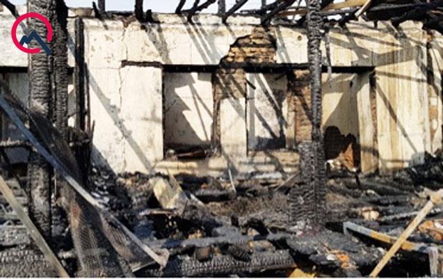 Evi yandı, oğlu öldü