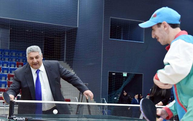 Nazirlər tennis oynadı