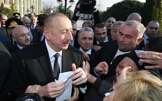 Əliyev Ağsuda sakinlərlə görüşüb - Ərizələrini qəbul edib