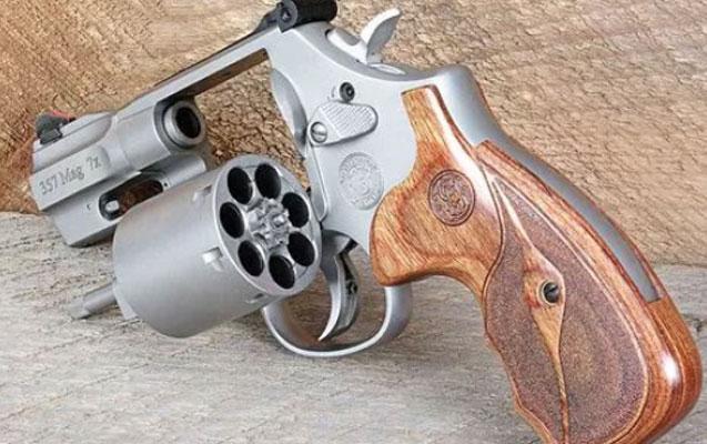 """""""Revolver""""i kustar üsulla hazırladı"""