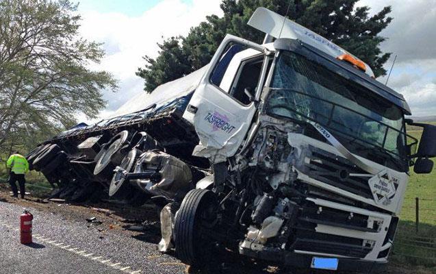 Zəngilanda yük maşını körpüdən aşdı, sürücü öldü