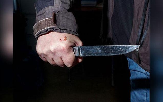 Samuxda ər arvadını bıçaqladı